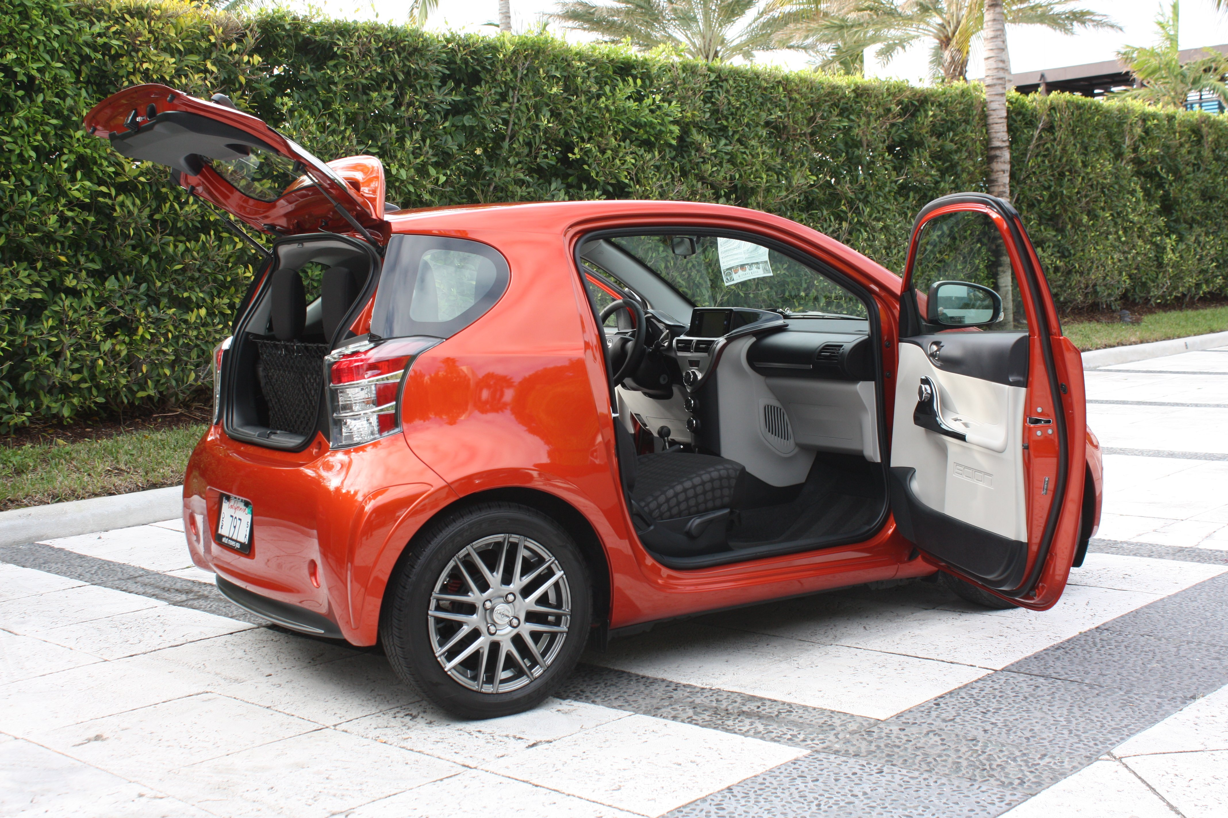 review scion iq take three the truth about cars. Black Bedroom Furniture Sets. Home Design Ideas