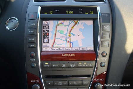 2012 Lexus ES350, Interior, HVAC and infotainment, Photography Courtesy of Alex L. Dykes