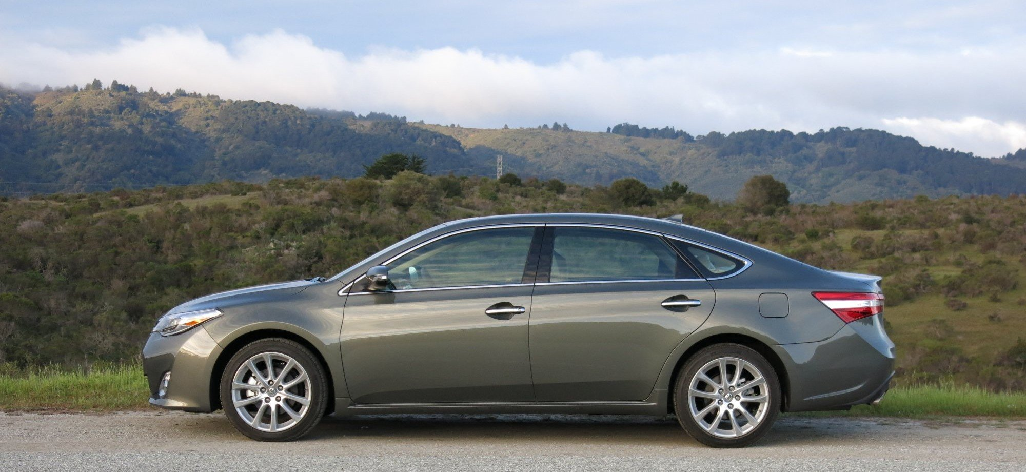 review 2013 toyota avalon limited video the truth about cars. Black Bedroom Furniture Sets. Home Design Ideas