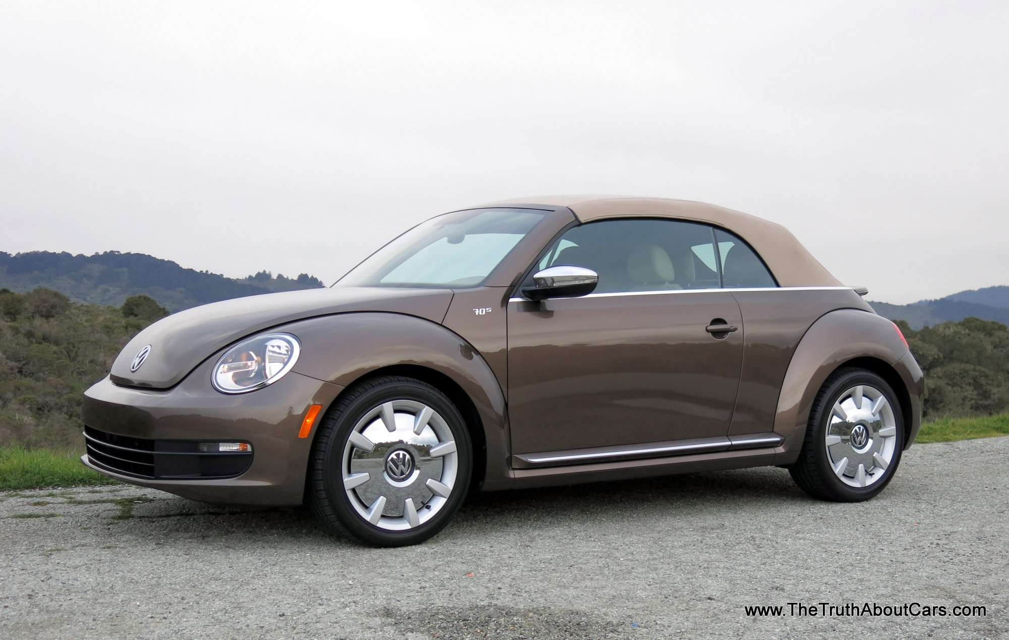 review 2013 volkswagen beetle convertible video the. Black Bedroom Furniture Sets. Home Design Ideas