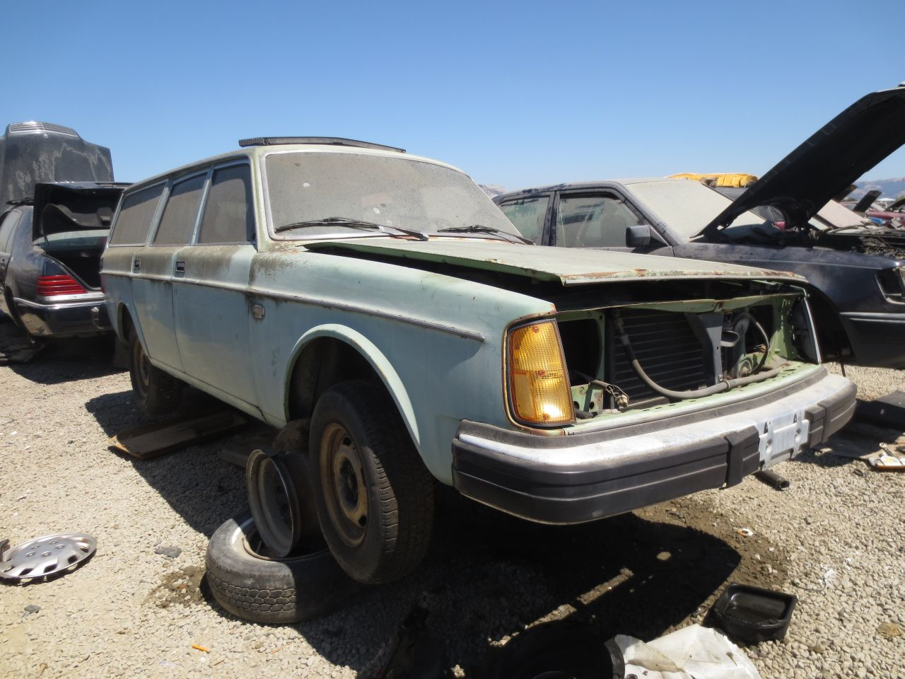 Junkyard Find: 1975 Volvo 245 DL - The Truth About Cars