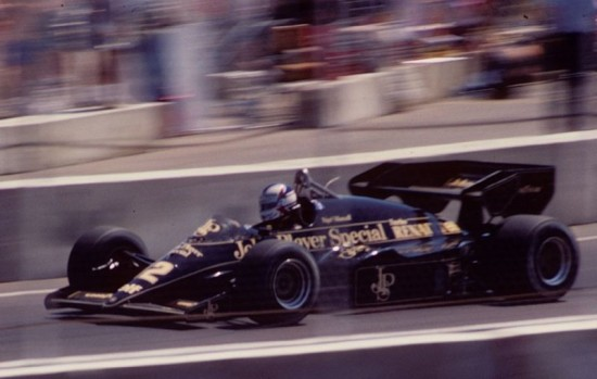 800px-Mansell_Lotus_95T_Dallas_1984_F1 Wikimedia Commons Photo