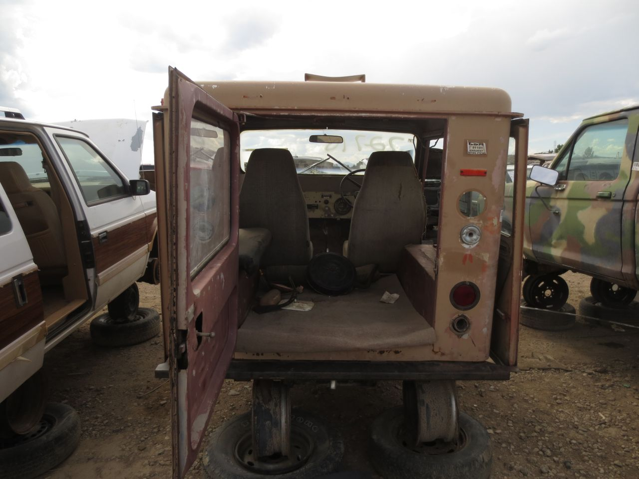 junkyard find 1971 am general dj 5b mail jeep the truth about cars rh thetruthaboutcars com