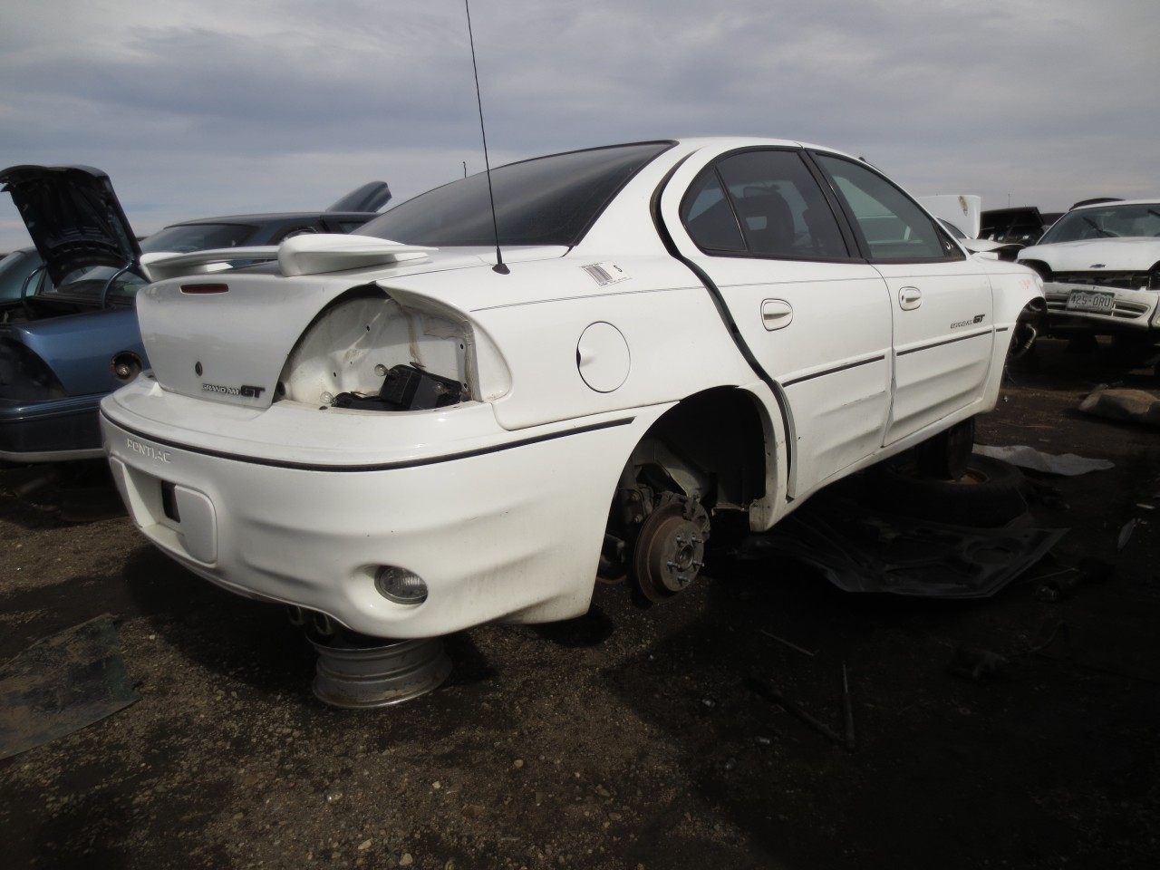 junkyard find 2000 pontiac grand am gt the truth about cars. Black Bedroom Furniture Sets. Home Design Ideas