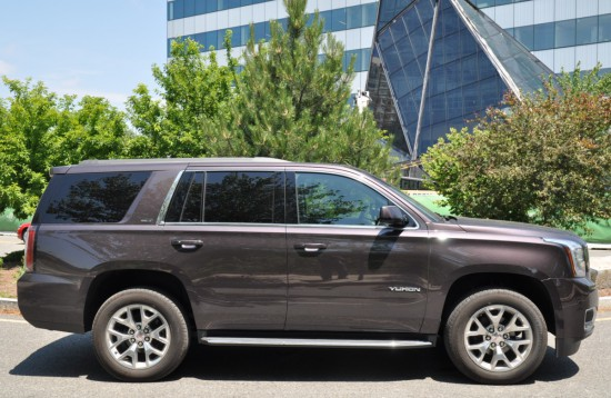 2015 GMC Yukon SLE side