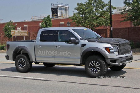 2016-2017-ford-raptor-spy-photos-04