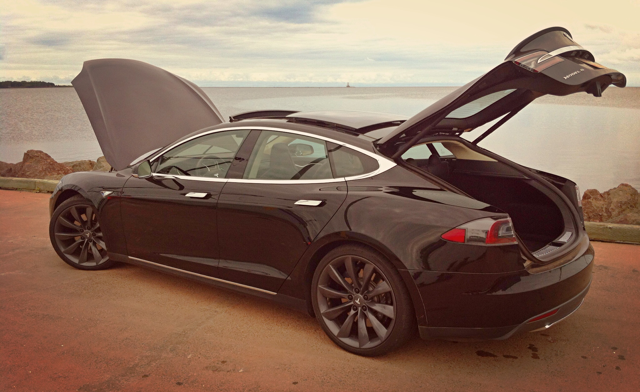 Capsule Review 2013 Tesla Model S P85 Performance The
