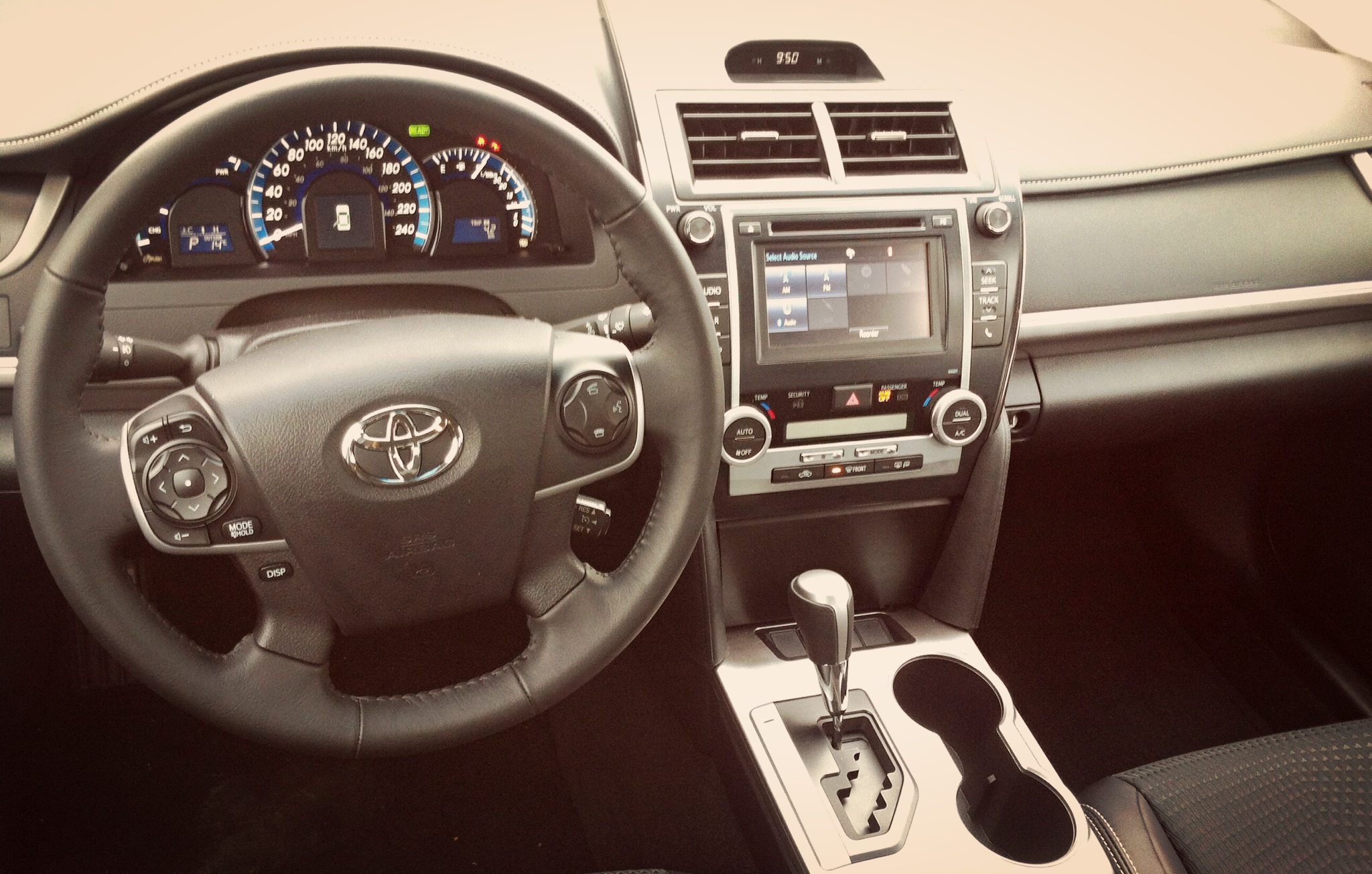 capsule review 2014 toyota camry hybrid se the truth about cars. Black Bedroom Furniture Sets. Home Design Ideas