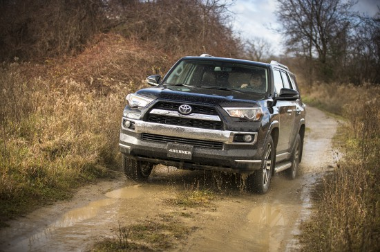 2014 Toyota 4Runner dirt path