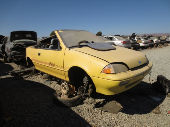 05 - 1990 Geo Metro LSi Convertible Down On the Junkyard - Picture By Murilee Martin