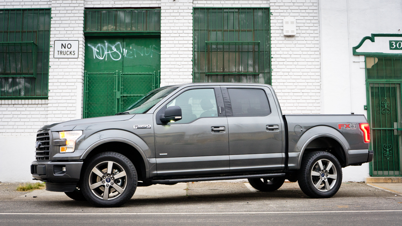 Ford f 150 grey side