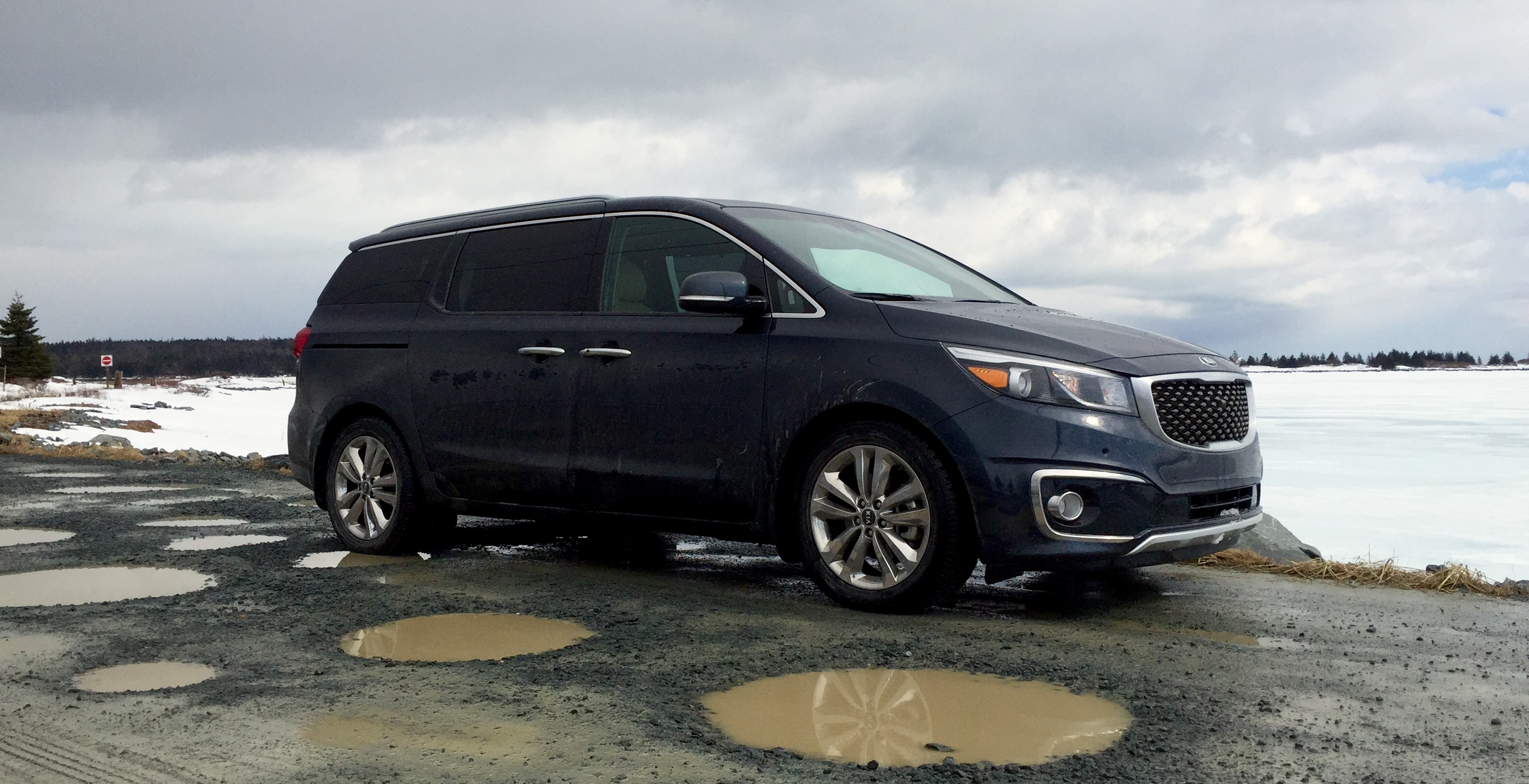 interior steps sxl sedona into the two minivan box batters review with low kia strikes