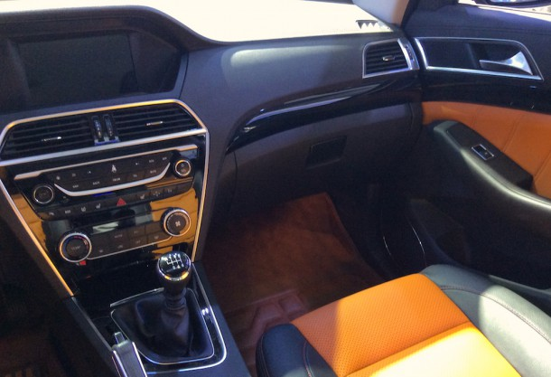 86. Leopaard CS10 interior