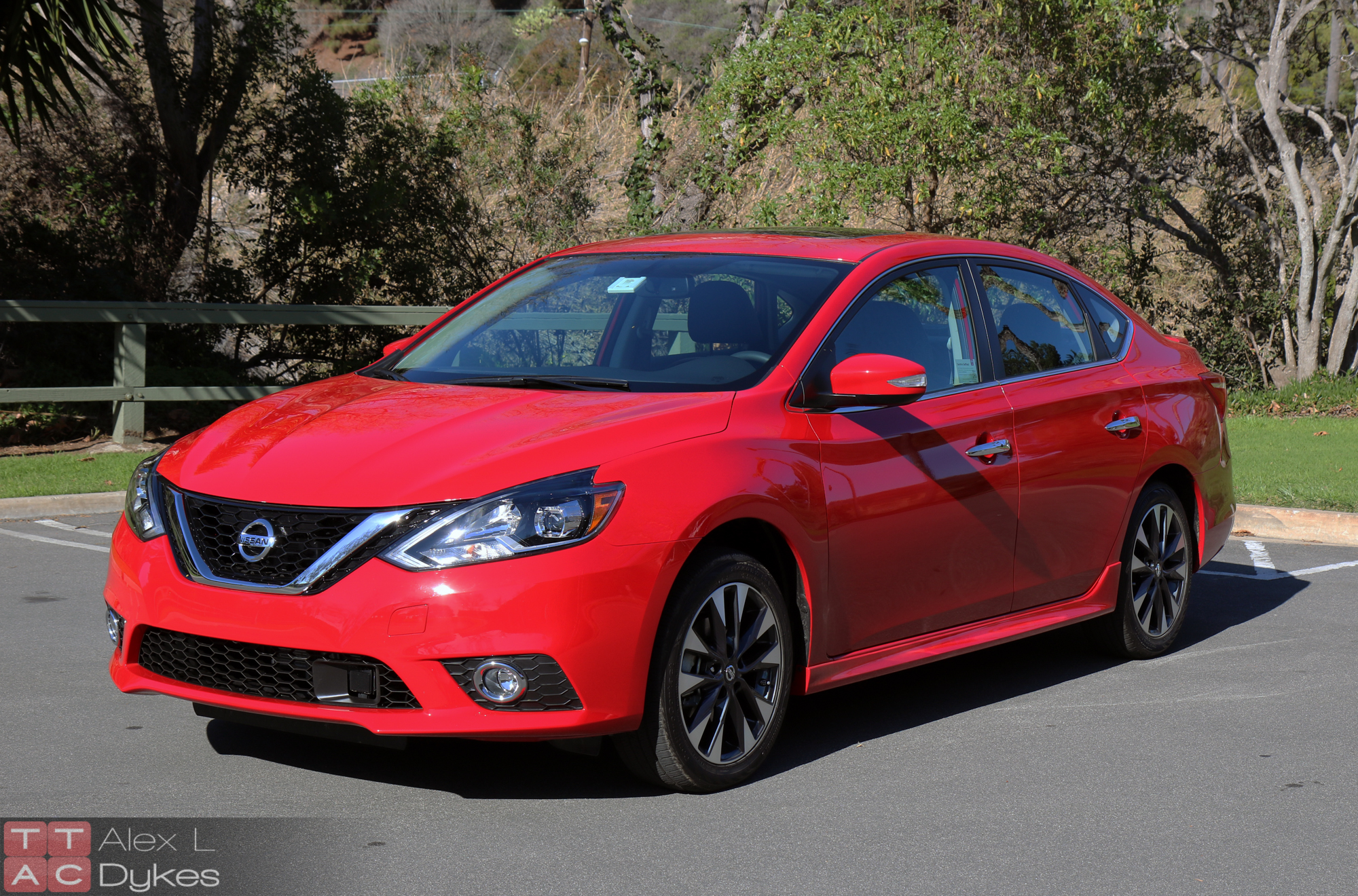 2016 Nissan Sentra Sv >> 2016 Nissan Sentra Review - Nissan's Compact Goes Premium