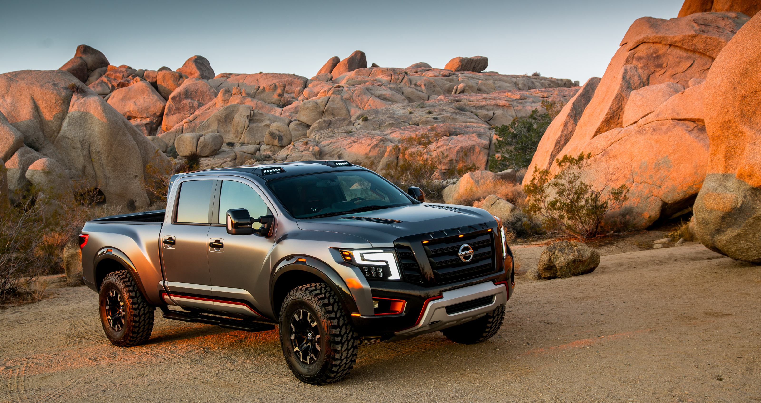 naias 2016 nissan titan warrior ready for off road attack. Black Bedroom Furniture Sets. Home Design Ideas