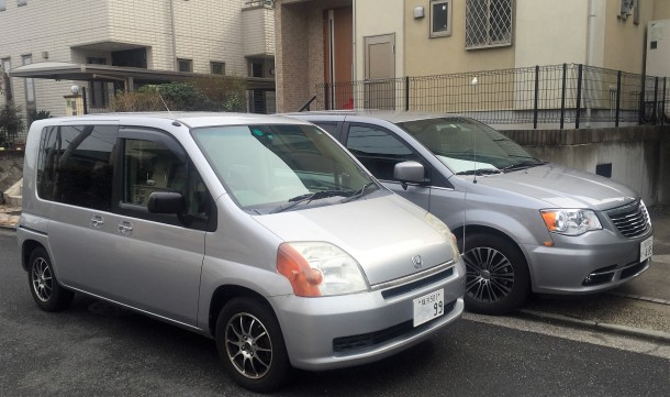 Thomas' Honda Mobilio sits beside his Chrysler Town & Country in Japan, Image: © 2016 Thomas Kreutzer/The Truth About Cars