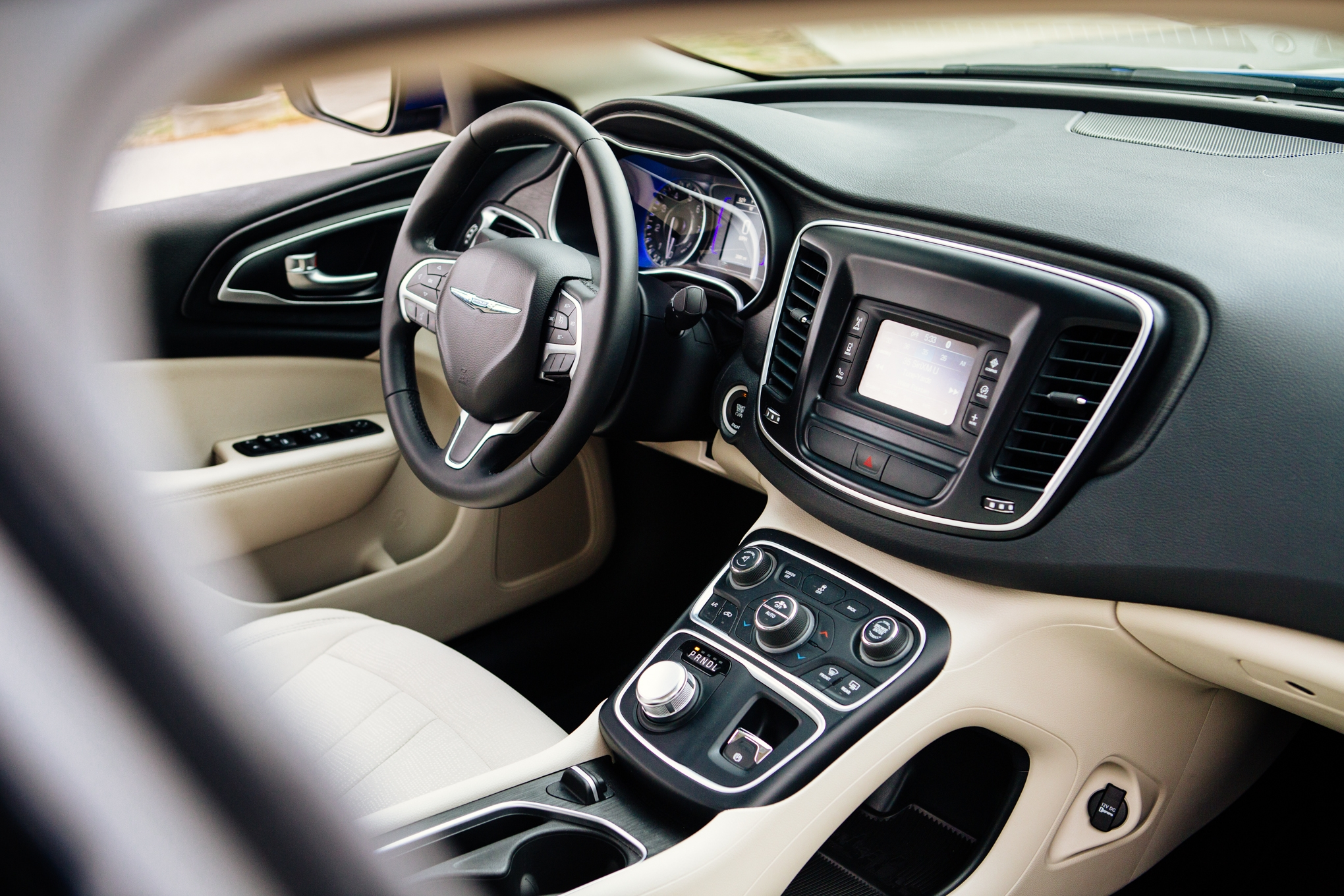 2015 Chrysler 200 Limited Interior, Image: FCA