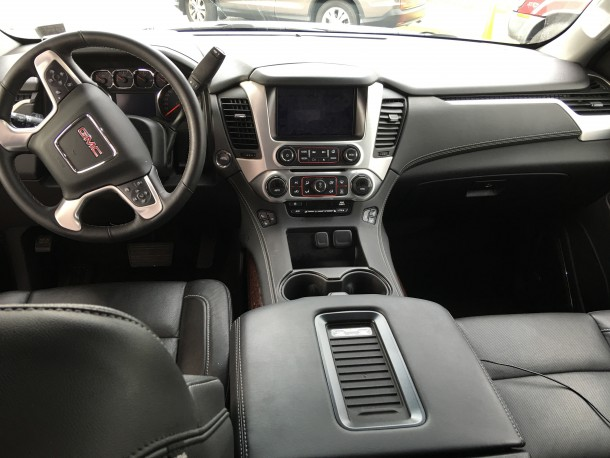 2016 GMC Yukon Interior Front Dash and Seats, Image: © 2016 Bark M./The Truth About Cars