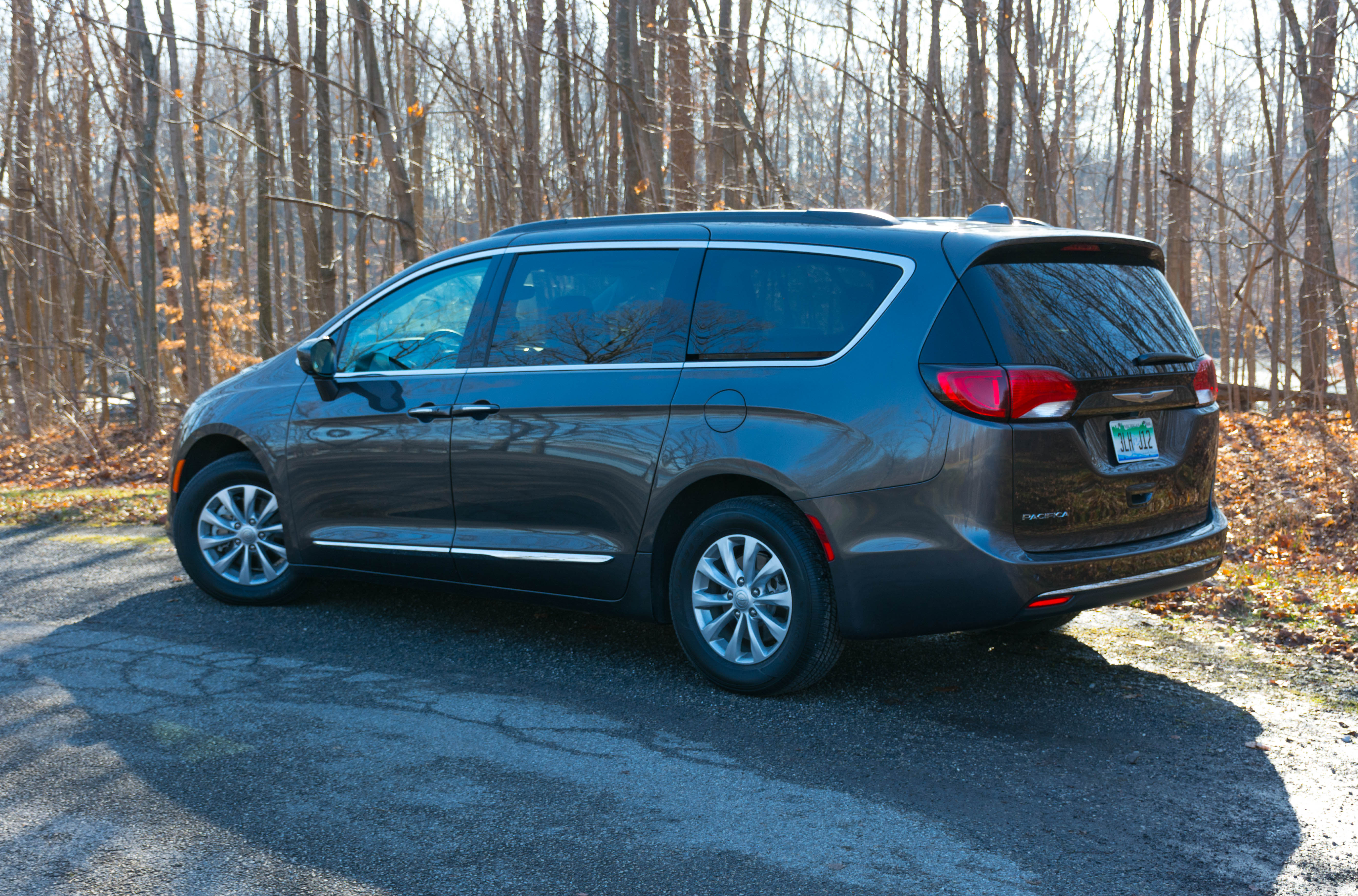 2017 chrysler pacifica touring l review the perfect people mover. Black Bedroom Furniture Sets. Home Design Ideas