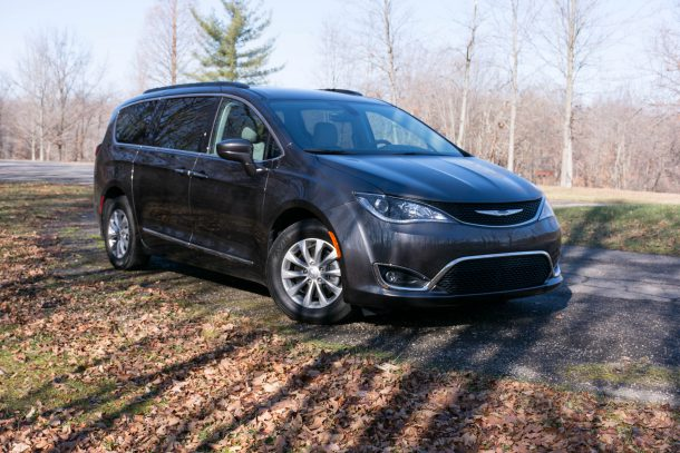 2017-chrysler-pacifica-touring-l-granite-crystal-metallic7