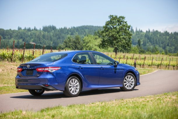 2018 toyota camry prices and fuel economy more money power mpgs. Black Bedroom Furniture Sets. Home Design Ideas