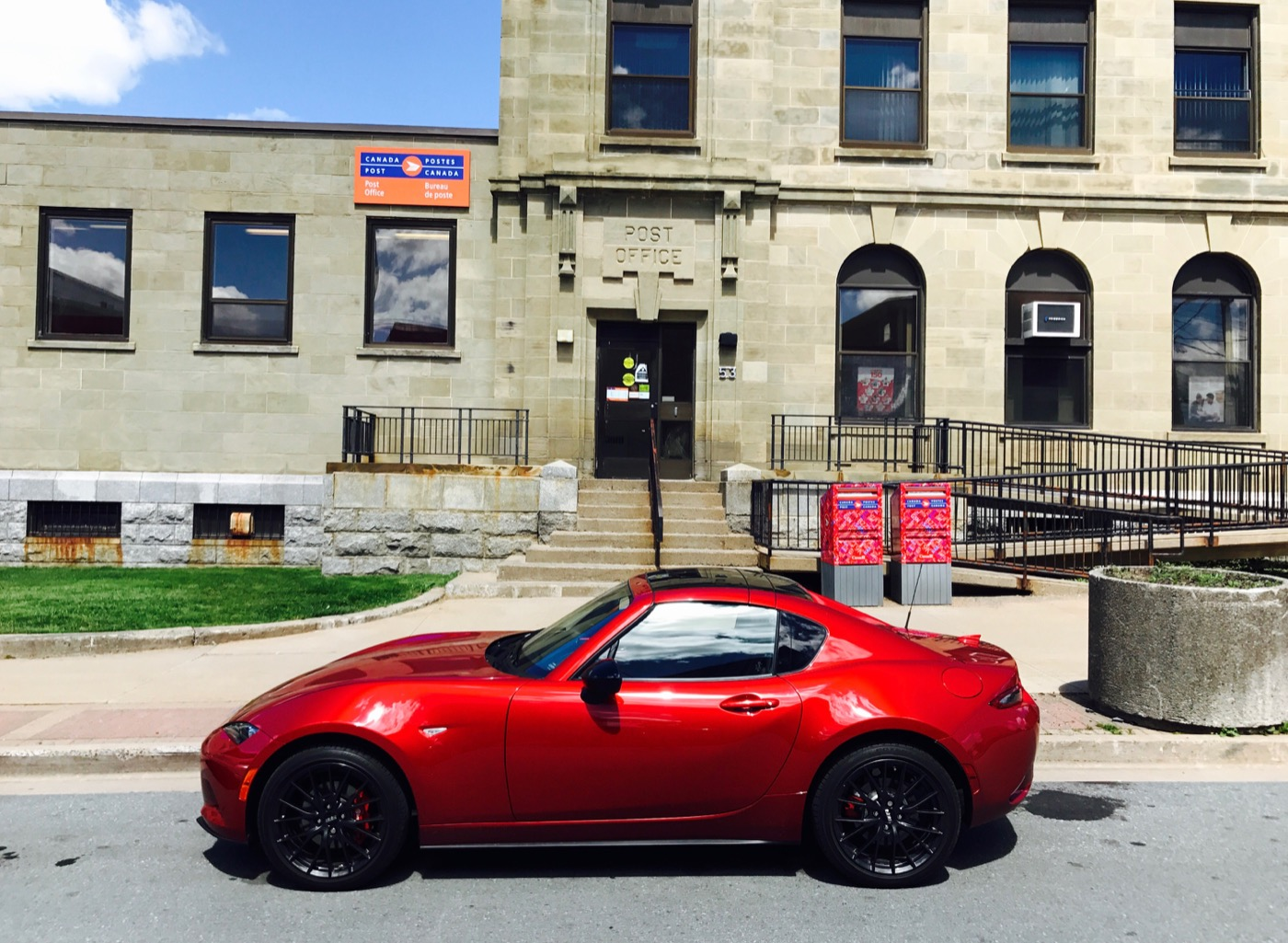 2017 Mazda MX 5 RF Soul Red   Image: © Timothy Cain Roof Stowed ...