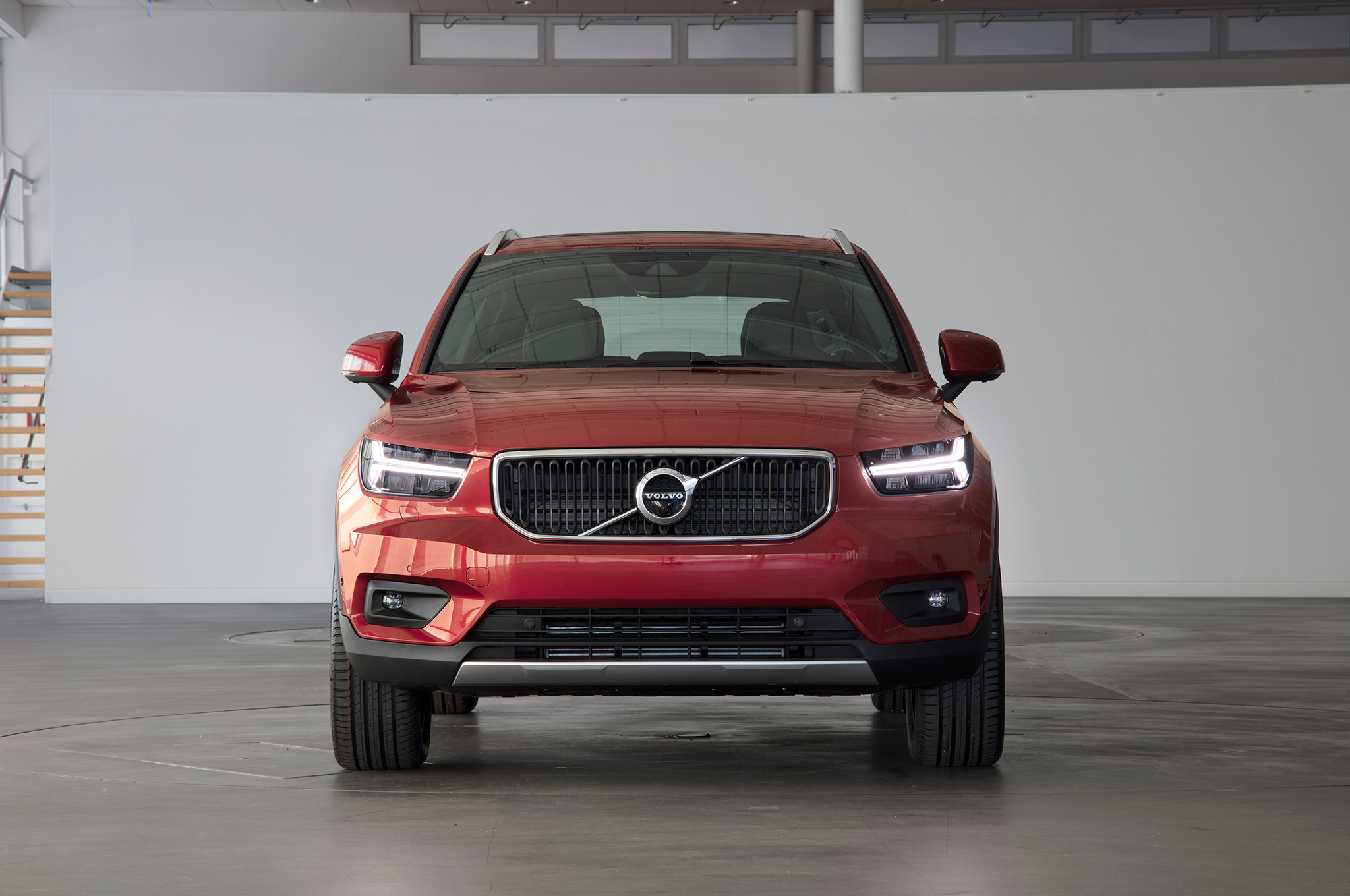 2019 volvo xc40 swedish style and substance in a small suv. Black Bedroom Furniture Sets. Home Design Ideas