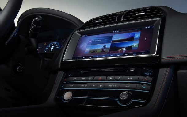 Visteon_information_display_on_Jaguar_F-PACE