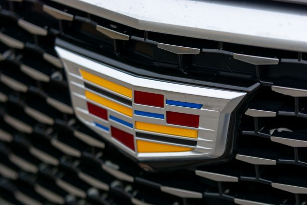 2020 Cadillac XT6 logo badge