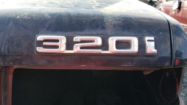 1977 BMW 320i in California junkyard, decklid badge - ©2020 Murilee Martin - The Truth About Cars