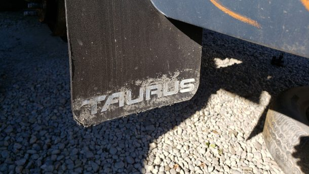 1986 Ford Taurus in California junkyard, mud flap - ©2020 Murilee Martin - The Truth About Cars