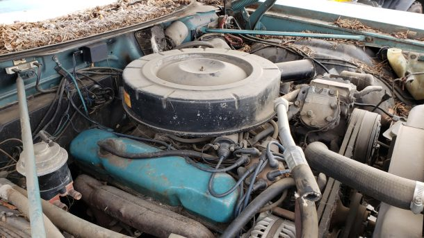 1969 Chrysler Newport in Colorado junkyard, engine - ©2021 Murilee Martin - The Truth About Cars