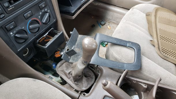 2000 Toyota Camry CE in Colorado junkyard, manual gearshift lever - ©2021 Murilee Martin - The Truth About Cars